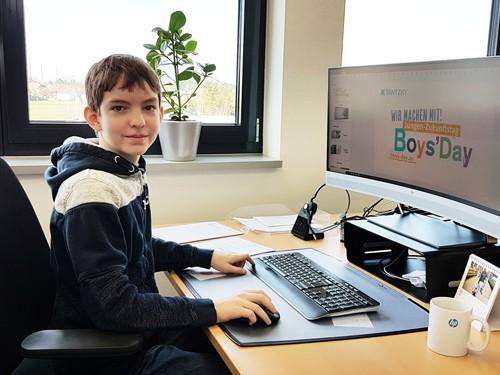 Arbeiten wie ein Profi - Marcel beim TANTZKY Boys Day 2019